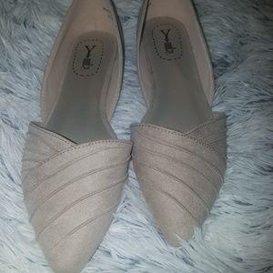 Shoes - Tan flats sz 8